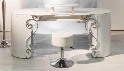Table d'ongleries OptiTisch avec carénage de table baroques A et repose-mains avec aspiration pour studios de manucure
