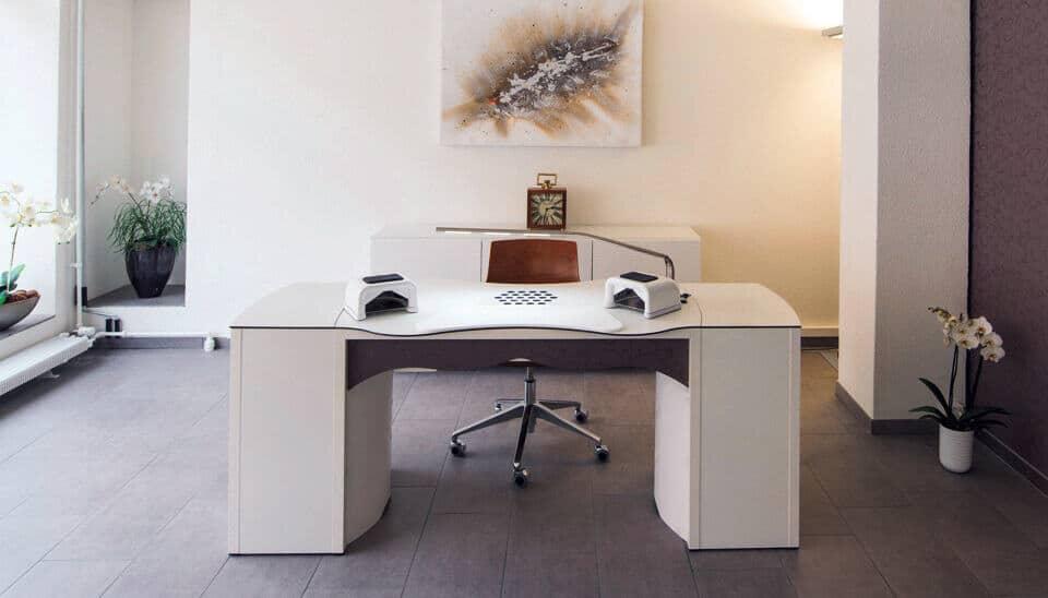 Table d'onglerie RomanTisch Modular avec aspiration pour les studios d'ongleries